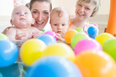 Babyschwimmen  (3-12 Monate) (5 Einheiten) (Di 8.45 Uhr/Di 11 Uhr)